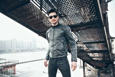 http://fashiongarments.biz/products/motocross-body-armor-uglybros-ubj02-road-motorcycle-racing-jersey-leisure-riding-jackets-with-protectors-leather-clothing-men/,   	Features:  	Removable foam based CE Certified five protectors on the back, shoulders and elbows  	Adjustable Cuff zip improves the range of fit and comfort  	Air intakes on the arms and rear 	Enhancement waist support back uplift forces reduce the fatigue of the waist   Specification: 	Brand: UGLYBROS 	Condition: Brand new…
