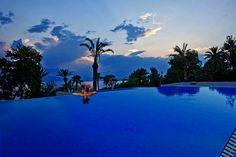 Akdeniz'in ve Bey Dağları'nın eşsiz manzarasına karşı, tarihle, denizle, güneşle, huzur ve mutlulukla örülü, benzersiz bir konaklama deneyimi yaşamak istiyorsanız yolunuz muhakkak Akra Barut ile kesişecek!  #AkraBarut #Holiday #Antalya #BarutHotels