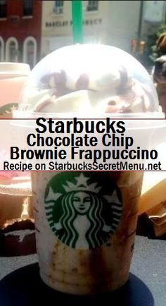 Starbucks chocolate chip brownie frappuccino from their secret menu Frappuccino Recipe, Starbucks Frappuccino, Starbucks Secret Menu Drinks, Starbucks Coffee, Starbucks Hacks, Chocolates, Chocolate Chip Brownies, Chocolate Drizzle, Chocolate Art