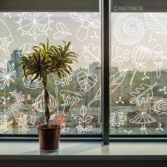 Het is een beetje waaierig, laat de natuur een beetje tegen je raam aan waaien met deze herfstige #raamtekening.