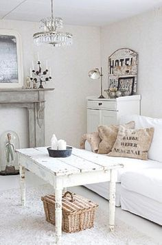Nice 50+ Shabby Chic Farmhouse Living Room Decor Ideas https://cooarchitecture.com/2017/05/08/50-shabby-chic-farmhouse-living-room-decor-ideas/