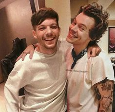 Do you ship Larry? (I only ship them as bromance, I don't want them to be forced and so long as they are happy, I'm happy too 🙃💗) louistomlinson harrystyles tommo hazza larrystylinson larry onedirection edits Louis Y Harry, Louis Tomlinsom, Harry 1d, Larry Stylinson, Rebecca Ferguson, Nicole Scherzinger, Liam Payne, X Factor, Chon Mendes