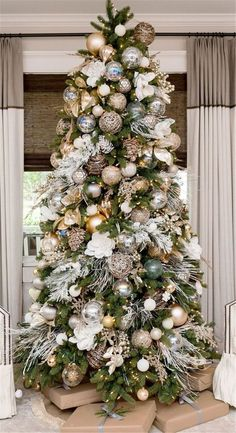 Amazing And Gorgeous Christmas Tree Decoration Ideas For The Coming Holiday; Christmas Tree; Christmas Tree Decoration; White Christmas; White Christmas Tree; Christmas Decoration; Christmas Decor; Christmas Season; Christmas Holiday;
