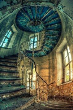 Beautiful But Scary Abandoned Buildings In The World - vintagetopia Abandoned Buildings, Abandoned Castles, Abandoned Mansions, Abandoned Places, Abandoned Train, Beautiful Architecture, Beautiful Buildings, Beautiful Places, Beautiful Pictures