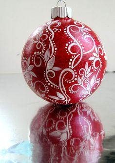 Noël rouge et blanc ornement peint ornement de par PearlesPainting, $65.00