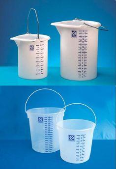 Balde Graduado - 10 Litros e 20 Litros Uso com produtos químicos e outros.  Autoclavável com alça e sem bico. Capacidade total 20 litros, graduado com subdivisão de 1 em 1 litro até 19 litros. Para saber preço, condições de pagamento e mais detalhes sobre esse produto acesse: www.aapace.com.br aproveite e faça seu cadastro. Ligue: (11) 5671-7611 (11) 5011-7611 E-mail: apace@apace.com.br WhatsApp: (11) 98600-4585