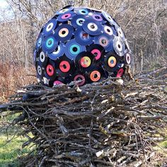 Another idea to reuse vinyls ! Record Ball. #music #records #vinyl http://www.pinterest.com/TheHitman14/for-the-record/