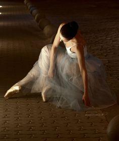 Ballet discovered by קคยl Ŧгคภςเร on We Heart It Shall We Dance, Lets Dance, Ballet Art, Ballet Dancers, Dance Photos, Dance Pictures, Dance Images, Ballet Images, Ballerina Dancing