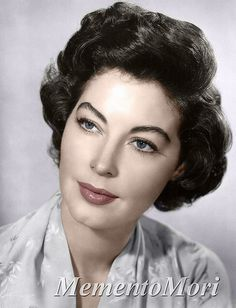 I adore Ava Gardner. I find her one of the most incredible actresses to have graced the silver screen as well as my style icon solely based . Ava Gardner, Vintage Glamour, Vintage Beauty, Vintage Hollywood, Classic Hollywood, Hollywood Glamour, Divas, Retro Makeup, 40s Makeup