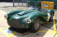10 cars that were built to beat Ferrari Henry Ford, Turin, Gt Cars, Race Cars, Classic Sports Cars, Classic Cars, Le Mans, Ferrari, Shelby Daytona