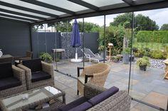 Optimaal en altijd #genieten van het #buitenleven met een #terrasoverkapping #veranda met glasschuifwandsysteem www.fremazonwering.nl Frema Zonwering, Rhenen
