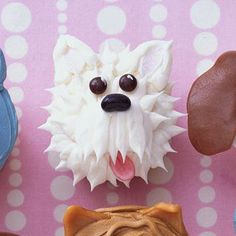 Makes: 1 West Highland Terrier    1.Cut 1/2-inch crosswise slice off a marshmallow and cut 1/4-inch slice from one edge.Arrange the marshmallow on lower third of the cupcake, with cut edge closest to cake edge.