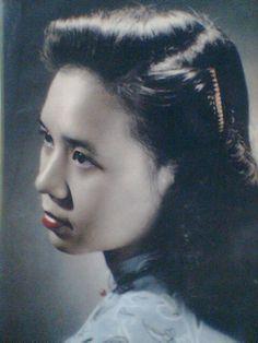 Bà Phạm Trinh Thư, nàng hoa khôi phố cổ thời đó.