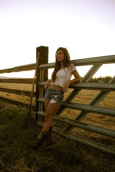 Classic country girl great senior picture idea