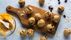 12 Low-Carb Snacks With up to 15 Grams of Carbs | Nutrition | MyFitnessPal Baked Banana Chips, Banana Bran Muffins, Pumpkin Chocolate Chips, Chocolate Chip Oatmeal, No Calorie Snacks, Healthy Snacks, Healthy Eating, Protein Snacks, High Protein
