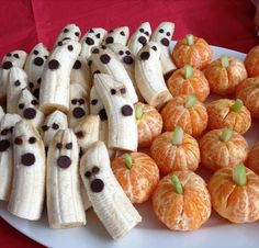 Healthy Halloween Treats - Banana ghosts and mandarin pumpkins will keep your Halloween nice and healthy - #halloween #recipes Halloween, Breakfast, Holiday, Food, Bananas, Cereal, Vacations, Vacation, Eten