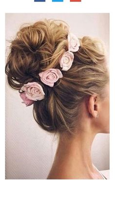Gorgeous updo! when i see all these messy updo wedding hairstyles it always makes me jealous i wish i could do something like that I absolutely love this messy updo wedding hairstyles so pretty! Perfect!!!!!