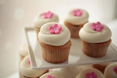 Simple Cupcake Decorating Idea [Sorry, no how-to.]