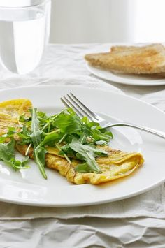 This shallot and gruyère omelette is a healthy vegetarian breakfast or brunch that's naturally gluten free! Olives, Healthy Vegetarian Breakfast, Omelette Recipe, Gruyere Cheese, Non Stick Pan, Brunch, Food And Drink, Gluten Free, Omelettes