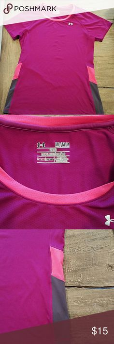 Under Armour Tshirt Heat Gear Great condition.  I don't think it was ever worn. Under Armour Tops Tees - Short Sleeve