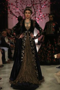 #Capes#Black#Jewels#IvoryBlack#Opulence#Grandeur