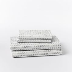 perfect patterned sheets! Love love love. would look fab with my white bedding and mexican blanket!!!