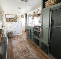 RV Kitchen Makeovers that will inspire you to remodel your camper. Rv Kitchen Remodel, Camper Kitchen, Trailer Decor, Camper Makeover, Camper Renovation, Remodeled Campers, Rv Living, Kitchen Makeovers, Inspire