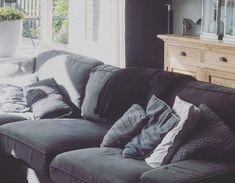 Tuinstijl: Modern, minimalistisch en Scandinavisch - Stek Woon & Lifestyle Magazine Oil Barrel, Good Old, Couch, Bungalows, Lighthouse, Garden Ideas, Planters, Gardens, Outdoors