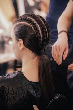 amazing holographic hair looks Medium Hair Styles, Curly Hair Styles, Natural Hair Styles, Pretty Hairstyles, Braided Hairstyles, Kids Hairstyles For Wedding, Bridal Hair Buns, Runway Hair, Editorial Hair