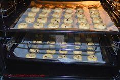 Cookies (Fursecuri americane cu ciocolata) - CAIETUL CU RETETE Sausage, Cookies, Food, Crack Crackers, Sausages, Biscuits, Essen, Meals, Cookie Recipes