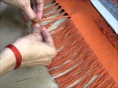 Torsión de flecos - YouTube Flamenco, Macrame, Bangs, Twisted Bangs, Loom Knitting, Sandal, Flamingo