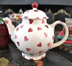 Susan Branch introduced me to Emma Bridgewater. Chocolate Pots, Chocolate Coffee, Teapots And Cups, My Cup Of Tea, Tea Service, Afternoon Tea, Tea Time, Tea Party, Red And White