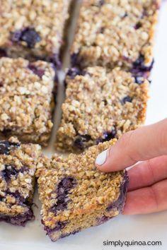 Blueberry Quinoa Breakfast Bars #healthy #protein #mealprep