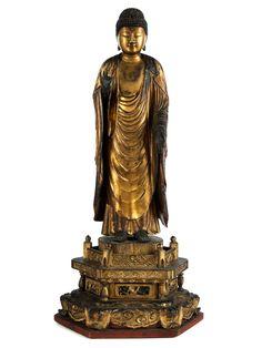 Höhe: 54,5 cm. Japan, Edo-Periode, 18. Jahrhundert. Auf fünffach gestuftem Thron stehende Holzfigur des Amida-Buddha. Originalvergoldung erhalten,...