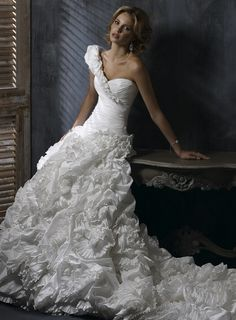 Chic Sleeveless Ball Gown Floor-length bridal gowns