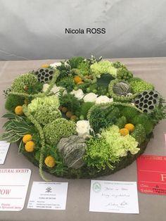 Deco Floral, Arte Floral, Contemporary Flower Arrangements, Floral Arrangements, Modern Floral Design, Funeral Urns, Flower Festival, Funeral Flowers, Unique Flowers