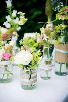 bloemen in vazen met versiering Floral Wedding, Diy Wedding, Wedding Bouquets, Wedding Flowers, Dream Wedding, Wedding Day, Tiffany Wedding, Allure Bridal, Diy Party Decorations