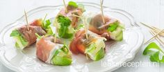 Dit hapje heeft het allemaal; het zoute van de ham, het frisse van de appel en een romige plak brie Savory Snacks, Healthy Snacks, Healthy Recipes, Tapas, Appetizer Recipes, Snack Recipes, Queso Brie, Snacks Für Party, Football Food
