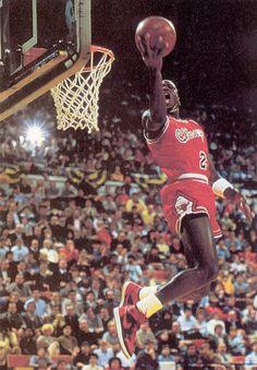 new product 57322 a770e Best basketball player in NBA HISTORY Michael Jordan Chicago Bulls,  Basketball Photos, Basketball Players