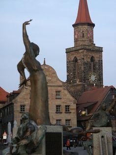 Fürth - der Gauklerbrunnen und die St. Michaelskirche  Fürth - the fountain of the juggler and the St. Michael's Church