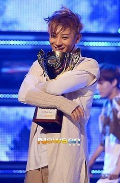Just look at that adorable smile of Huáng Zitāo (黄子韬) aka Tao!