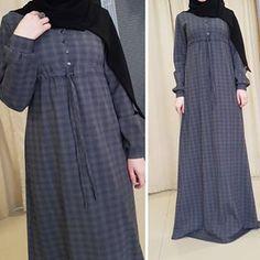 Ассаляму аляйкум Как у вас погодка?) У нас сегодня хоть и немножко лежит снежок❄ А на фото теплое платье, ткань полу-шерстяная, удобная и практичная!Есть и кармашки) Размеры есть,42,44,48 Цена-3500₽