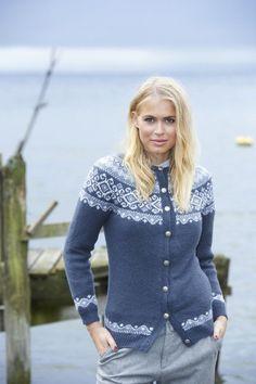 koftestrikk - Unirazi Fair Isle Knitting Patterns, Knitting Stiches, Fair Isle Pattern, Knitting Yarn, Hand Knitting, Norwegian Knitting, Cardigan Design, Icelandic Sweaters, Knitting For Beginners