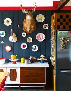 Tendance revisitée : les assiettes au mur.
