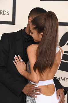 Ariana Grande and Big Sean could not keep their hands off each other on the packed red carpet at the Grammy Awards in LA on Sunday. The singer got a romantic Ariana Grande Fotos, Ariana Grande Big Sean, Ariana Grande Pictures, Cat Valentine, Nickelodeon, Dangerous Woman, Celebrity Dads, Poses, Celebs