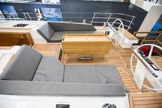Pilot Saloon 42 (lenght 12.99m, beam 4.34m), shipyard Wauquiez Boats, France. #yacht #ship #design #sailingship #veleiro #segelboot #sailboat #luxus #luxury #table #pont #mesa #tovola #tabelle #bord #стол