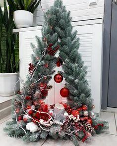 Floristika by nature craft on ! Diy Christmas Decorations Easy, Christmas Hacks, Christmas Centerpieces, Outdoor Christmas, Rustic Christmas, Christmas Home, Christmas Wreaths, Christmas Crafts, Christmas Ornaments