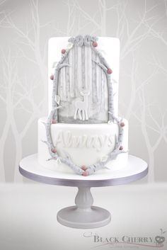 Looks like a normal white wedding cake, but infact it...