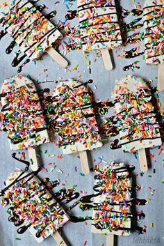 Funfetti Yogurt Pops! Creamy cake-flavored pops made with vanilla Greek yogurt. bethcakes.com
