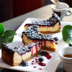 Amerikkalainen mustikka-juustokakku (American Blueberry Cheesecake) Finnish Recipes, Piece Of Cakes, Something Sweet, Dessert Recipes, Desserts, Cheesecakes, Yummy Cakes, Sweet Recipes, Blueberry